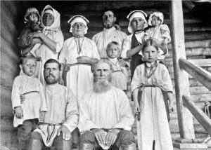 Иван Плаксин с семьей