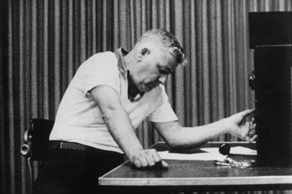 comparitive critique stanley milgram s prison experiment